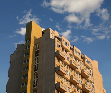 マンションやアパートに投資-R