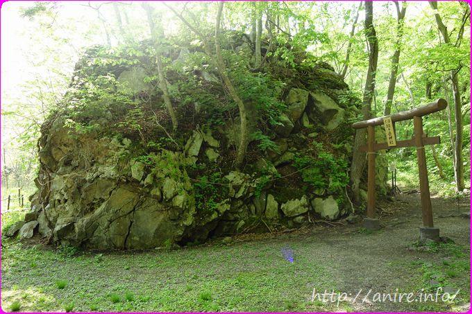 駒ヶ岳神社の岩