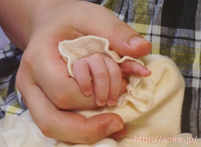 赤ちゃんの手1